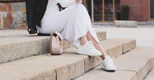 12 Shockingly <b>Stylish Walking Shoes</b> for Travel You Need Now