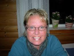 Eva Hanson är krönikör och poet och står med båda fötterna djupt förankrade ... - EvaHanson