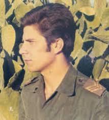 """Carlos Lourenço (1968). Saxofonista do conjunto musical. """"Os 5 de Cabora Bassa"""" - 00CarlosLourenco_militar"""