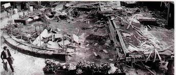 「ハイアットリージェンシー空中通路落下事故」の画像検索結果