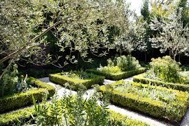 Small Picture Formal Gardens Bookazine