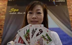 """""""Saya mengumpulkan gambar-gambar tempat-tempat wisata andalan di Indonesia dan merangkainya menjadi sekumpulan kartu remi. Kartu ini sekarang kami jual di ... - 9540d1317801229-seniman-jepang-ciptakan-kartu-remi-ikon-wisata-indonesia-1827009p"""