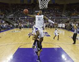 ross dominates the spokesman review a slam dunk spices up washington sophomore terrence ross career high 32 point