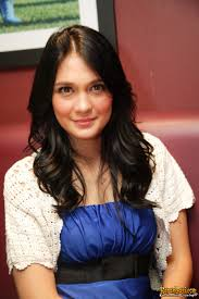 Profil dan Foto Luna Maya