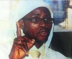 Serigne Bassirou Ndiaye croit dur comme fer que le Président risque gros s'il ne soigne pas. Serigne Bassirou Ndiaye, marabout : « Wade risque de mourir si… - 2791032-3953415