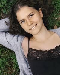 Marta Gómez Garrido. (Madrid, 1986). Es autora de las novelas El beso del horizonte (2009) y Vidas de cristal helado ... - MartaGomezGarrido