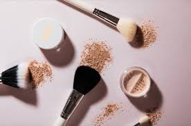 Buy The <b>Mineral</b> Loose Powder Foundation by Runway Room