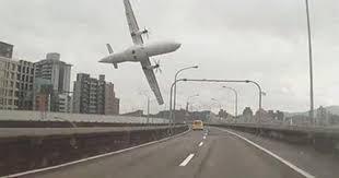 [Internacional] Tragédia em Taiwan: novas imagens mostram avião a evitar edifícios antes de cair no rio Images?q=tbn:ANd9GcSpLVFMA7SaUUg_wj0TgAFGhT07dnr4FUxjVYvG0EOv7Kn2_Ycq