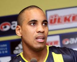 Leonel Marshall ise Fenerbahçe'yi niye tercih ettiğinden kariyerine, Fenerbahçe'nin büyüklüğünden Başkanımız Aziz Yıldırım'ın transferdeki etkisine kadar ... - 2010-06-03_marshall1