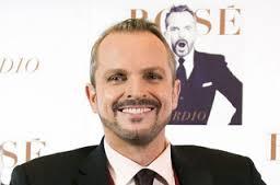 Alberto Ruiz-Gallardón se encontró hace unos días en los pasillos de Antena-3 con Miguel Bosé y los dos se fundieron en un gran abrazo. - el-abrazo-de-miguel-bose-y-alberto-ruiz-gallardon_detalle_articulo