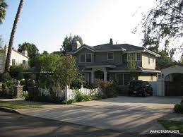 """Claire and Phil    s House from """"Modern Family""""   IAMNOTASTALKERIMG"""