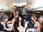 Fikret Orman'dan uçakta şampiyonluk şarkısı - İZLE