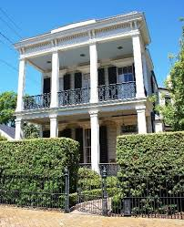 New Orleans houses   A guide to the city    s historic    View full sizeA double gallery house
