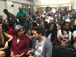 the starting gate miami herald miamiherald com a standing room only crowd piles in to hear michael seibel of y combinator sarah kunst of proday and angela benton of newme shown below open blacktech