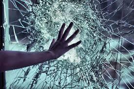 Resultado de imagem para vidro quebrado