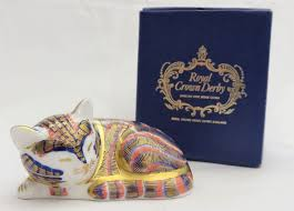 <b>Royal Crown</b> Derby Sleeping Kitten Imari paperweight, with a gold ...