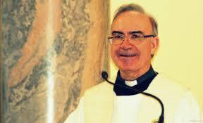 """El P. Lorenzo Amigo es sacerdote marianista. Su formación ha estado marcada profundamente por la Sagrada Escritura (Estudios de """"Trilingüe bíblico"""" en ... - DSC_0030-copia"""
