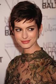 Monique Lhuillier Fall 2013 Reday-to-wear. Anne Hathaway me laisse en général indifférente. - annehathaway