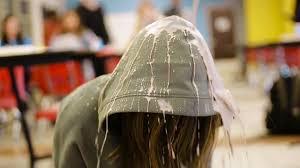 Отомстила всем задирам в школе жестоко избив их всех ...