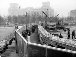 「1961 east german government began the first berlin wall」の画像検索結果