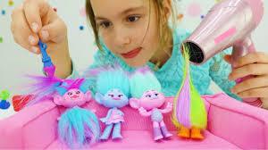 Детское видео. Игрушки из мультика <b>Тролли</b> в <b>салоне красоты</b> ...