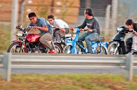 Resultado de imagen de controles de alcoholemia a jovenes en motos