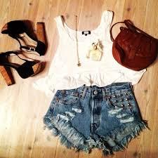 Resultado de imagem para roupas de verão tumblr