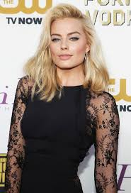 Tips: Margot Robbie, 2017s updo hair style of the hot actress