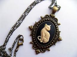 <b>GOTHIC CAT</b> CAMEO NECKLACE