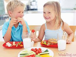 Картинки по запросу картинки діти і харчування