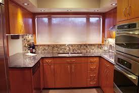 oak kitchen cabinets black countertops pearl