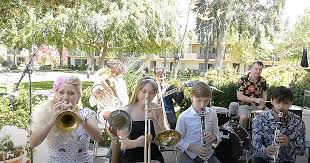 Family performs fantastic <b>Billie Holiday classic</b>