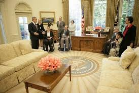 president obama did not remove red white and blue decor from the oval office and install a muslim prayer curtain in the white house barak obama oval office golds
