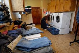 Kids  amp  Counting  quot  The Duggar Family Home in Arkansas   Hooked    laundry rm  washers dryers