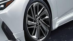 Lexus IS 2021 получит <b>спортивные</b> аксессуары от TRD и <b>Modellista</b>