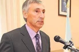 Cristóbal Fernández Vázquez (Lalín, 1956) es licenciado en Matemáticas por la Universidad de Santiago, y ha ejercido como docente en distintos centros, ... - 2009-12-12_IMG_2009-12-12_20:51:24_po2