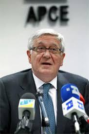 El presidente de la patronal de los promotores y constructores de España (APCE), José Manuel Galindo, ha pedido a los bancos que no rebajen los precios de ... - 1328534854_extras_ladillos_1_0