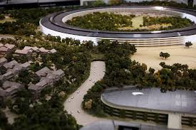apple unveils scale model of cupertino spaceship campus apple cupertino office