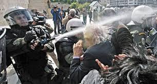 Αποτέλεσμα εικόνας για «ψεκάζουν» με δακρυγόνα τους συνταξιούχους