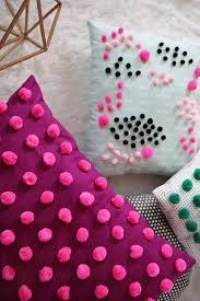 Декор подушечки из маленьких <b>помпонов</b> | <b>Подушки</b> своими ...