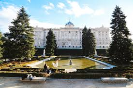 5 reasons to quit your job and go travelling and 5 reasons not the impressive sights of madrid spain
