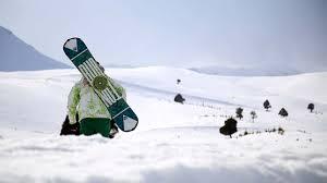 Ispartalı çoban çocuklara kayak öğretiyor