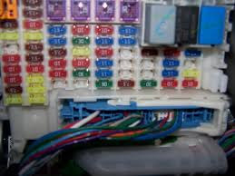 2012 honda fit replacing fuses unofficial honda fit forums on the ge 09 it is the white square on lower right beside the red 10 fuse just squeeze the ends and pull it out this is the box under the dash not hood