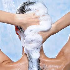 Resultado de imagen de lavar enjuagar cabello