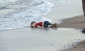 Resultado de imagen de niño sirio en la playa