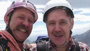 Bild: 68/83 Hans-Peter und Albert beim Gipfelkreuz Albert Milde - bild68