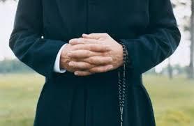 Risultati immagini per prete in esteria