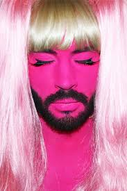 Kiểu trang điểm lòe loẹt cùng mái tóc giả của Pavel Petel khiến nhiều người choáng váng. Những bức ảnh giả gái gây sốc của nam vũ công 3 - nhung-buc-anh-gia-gai-gay-soc-cua-nam-vu-cong_3