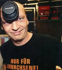 <b>...</b> darauf anspielend, dass bisheriger radioeins-Chef <b>Florian Barckhausen</b> in <b>...</b> - 2002_skuppin_robert_600
