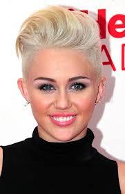 """Aunque es una noticia de música, todo un planeta ha conocido a Miley Cyrus no por su voz, sino por el extraño personaje ambivalente de """"Hannah Montana"""". - miley-cyrus-quiff"""